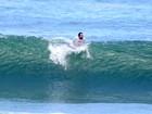 Rodrigo Santoro curte dia de surfe e praia no Rio em plena segunda-feira