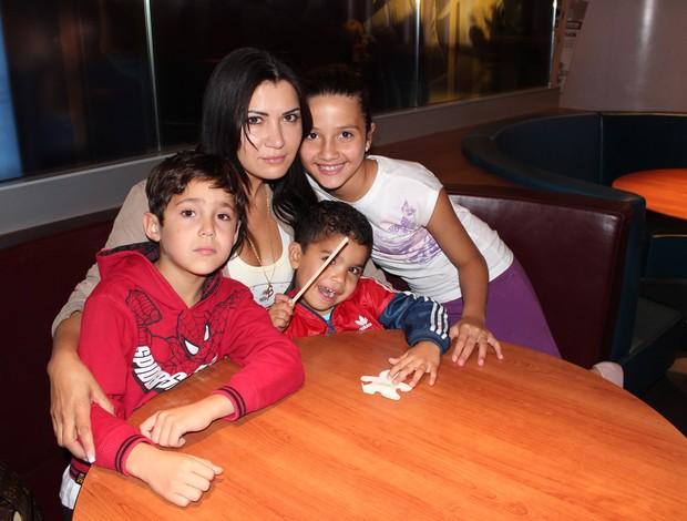 Renata e filhos, Breno (Foto: Arquivo Pessoal)