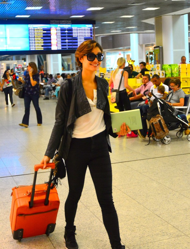 Sophie Charlotte no aeroporto Santos Dumont, no Rio (Foto: William Oda/AGnews)