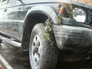 No carro também estava adolescente de 14 anos, que não se feriu (Foto: Reprodução/RBS TV)