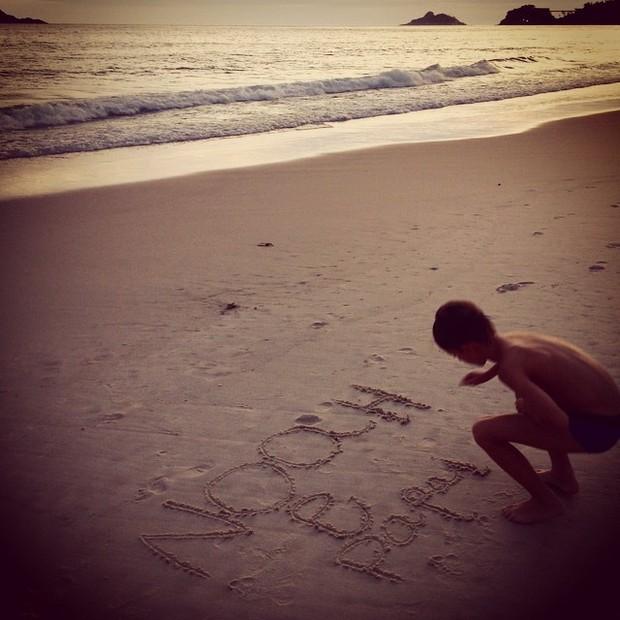 Cassio Reis posta foto do filho na praia (Foto: Reprodução/Instagram)