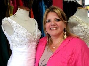Izabel Rockenbach é estilista especialista em moda noiva (Foto: Marcos Dantas / G1 AM)