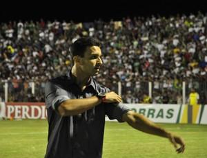 Treinador Júnior Rocha, do Luverdense (Foto: Robson Boamorte)