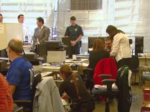 Fraudes em documentos e certidões em cartórios eram feitas por oito suspeitos  (Foto: Reprodução / EPTV)