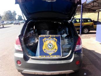 Maconha esta dentro de carro roubado em 2013 (Foto: Divulgação/PRF)