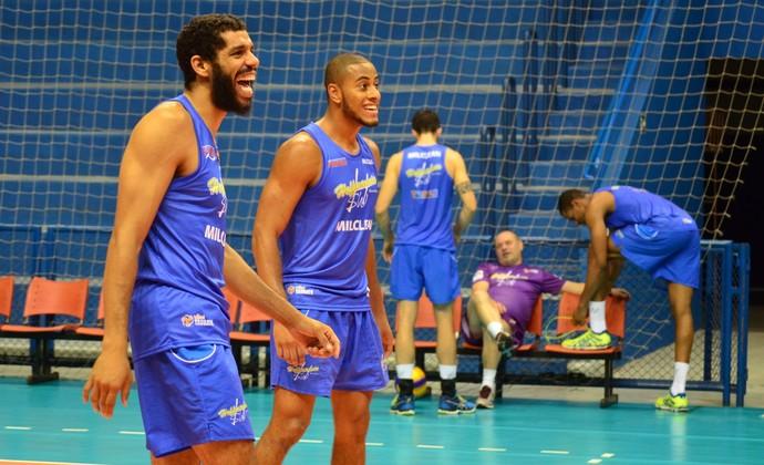 Wallace e Lucarelli Vôlei Taubaté (Foto: Filipe Rodrigues/GloboEsporte.com)