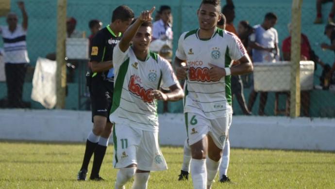 Maranhã comemora gol contra o Araguaína (Foto: Roberlan Cokim/TocNotícias)