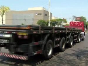 Caminhões com mais de 3 eixos são multados em Piracicaba (Foto: Reprodução/EPTV)