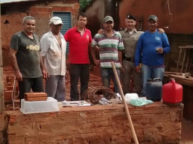 Policiais reformam casa de idoso em Iturama 1 (Foto: Polícia Militar/Divulgação)