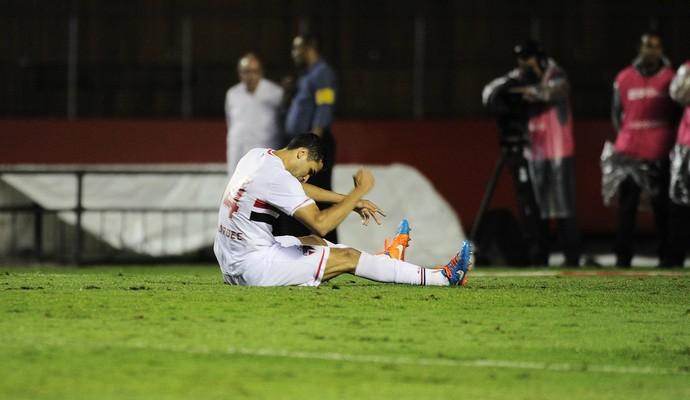 Alan Kardec escorregão (Foto: Marcos Ribolli)