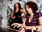 Juliana Alves abre seu camarim e mostra aula de preparação vocal para o EGO