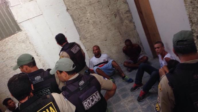 briga torcidas central x santa cruz (Foto: Vital Florêncio / GloboEsporte.com)