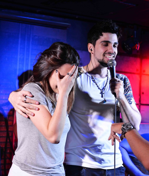 Fernanda Vasconcellos e Bruno Bonatto no palco (Foto: Ari Kaye)