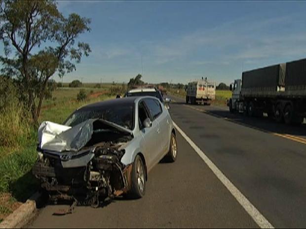 Acidente na BR-163 deixa três pessoas feridas (Foto: Reprodução/ TV Morena)