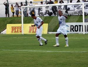 Rodrigo Silva, do ABC, comemora gol (Foto: Augusto Gomes)