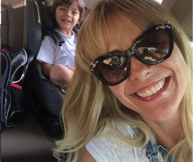 """Juliana e o filho: """"É calminho"""" (Foto: Arquivo pessoal/ Juliana Silveira)"""