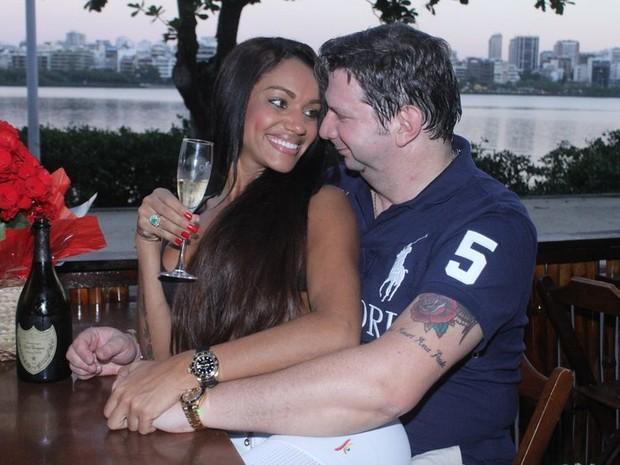 Ana Paula Evangelista com noivo (Foto: Fábio MArtins/Divulgação)