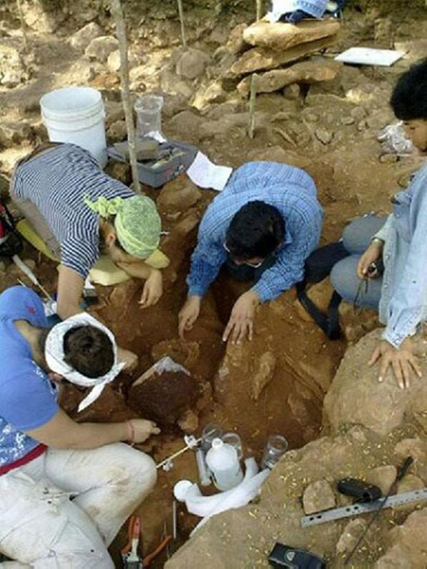 Especialistas encontraram pelos menos 7 ossadas (Foto: Inah/Divulgação)