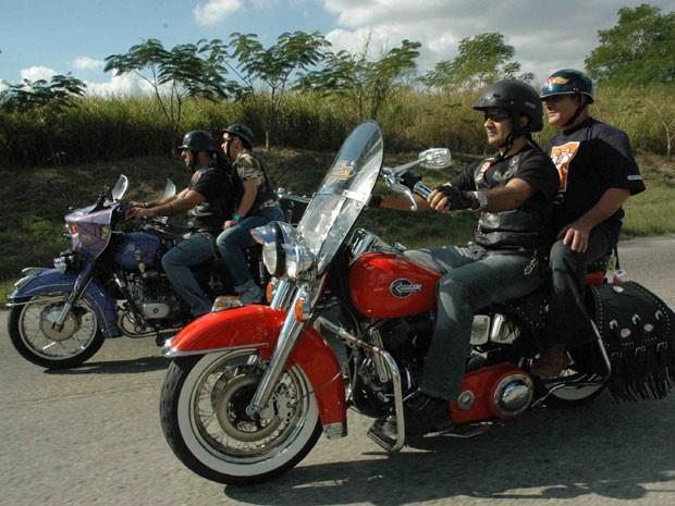 Motoqueiros em viagem por Cuba (Foto: Divulgação/La Poderosa)