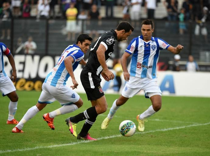 Nenê em ação pelo Vasco contra o Paysandu (Foto: André Durão/Globoesporte.com)