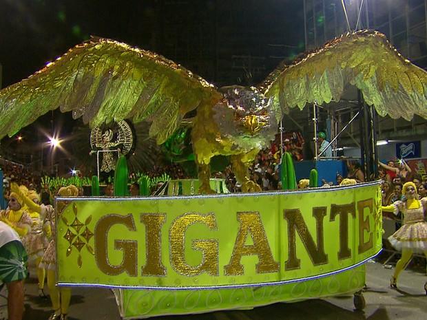 Gigante do Samba ganha pelo 9º ano consecutivo concurso de escolas de samba do Recife (Foto: Reprodução / TV Globo)