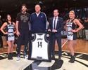 """Oscar Schmidt vibra após homenagem dos Nets em NY: """"Raríssima felicidade"""""""