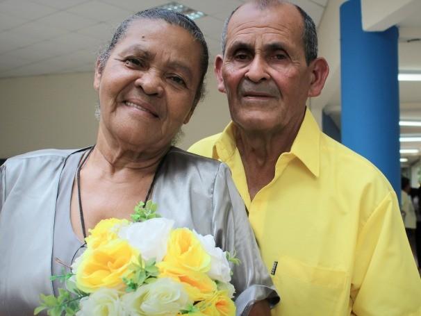"""Zenilda Neves e Evaldo Acácio: """"A gente esperou este casamento por 50 anos, mas somos pobres. Nossa neta viu na televisão e teve a ideia."""" (Foto: Divulgação/Yzadora Monteiro)"""