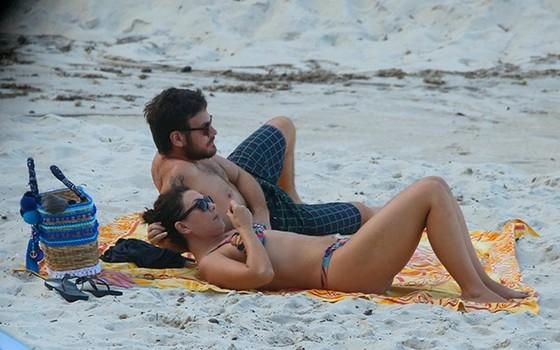 O casal foi flagrado recentemente em uma praia carioca (Foto: AG. News)