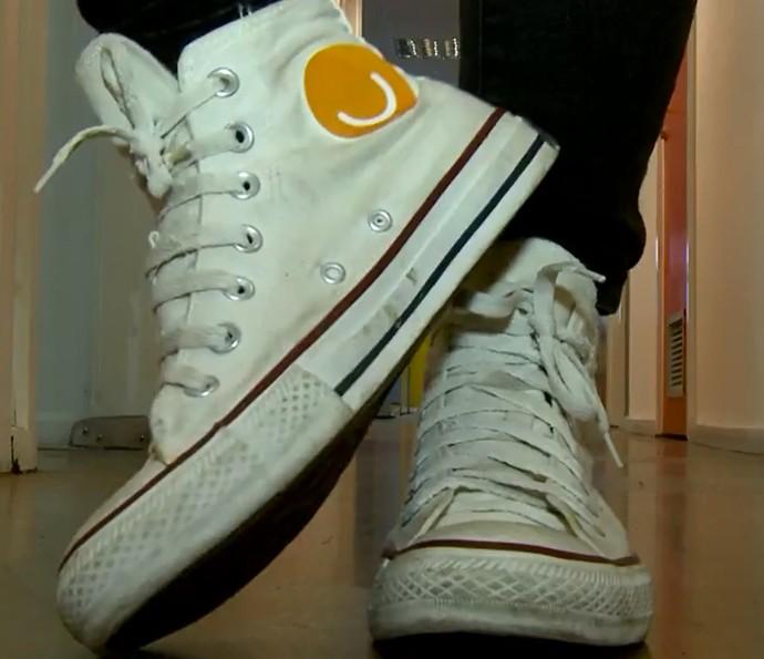 088bd4dbb2d Mistura caseira promete limpar tênis branco de pano sem esfregar! Testamos  (Foto  Reprodução