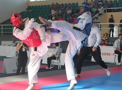 Maicon Andrade derrotou Braian Edward por 5 a 2 em Open de taekwondo (Foto: Marcelo Barone)