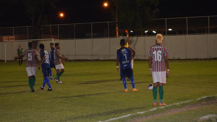 Cris é expulso e deixa o Roraima com um a menos (Foto: Ivonísio Júnior)