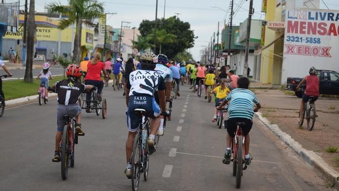 Ciclistas se mobilizam na Pedalada pela Vida, em Vilhena (Foto: Lauane Sena)