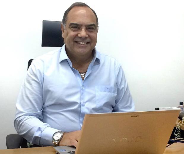 Carlos Alberto Costa, da Caçula de Pneus: familiares só conseguem emprego por mérito (Foto: Divulgação)
