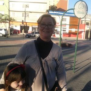 Moradora há quase 40 anos do bairro Barcelona, em São Caetano, Suely Panov, 64, diz saúde já foi melhor. 'Nenhuma cidade está livre de problemas.' (Foto: Rosanne D'Agostino/G1)