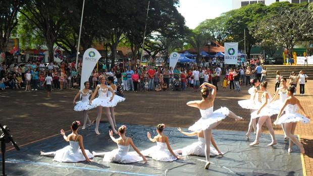 RPC TV na Praça Campo Mourão (Foto: Divulgação/ RPC TV)