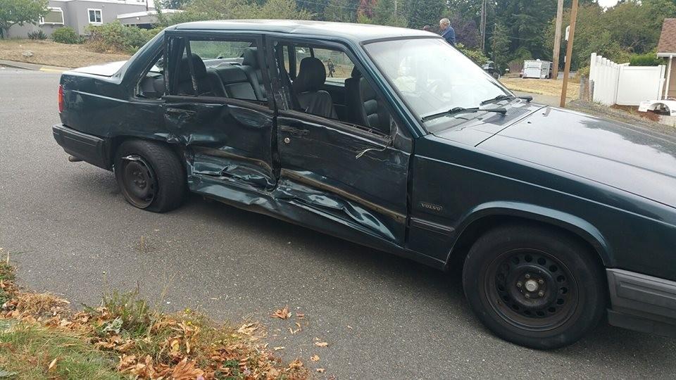 Segundo veículo envolvido no acidente (Foto: Facebook)