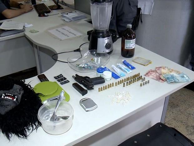 Laboratório de refino de drogas é descoberto em Vitória (Foto: Reprodução/TV Gazeta)