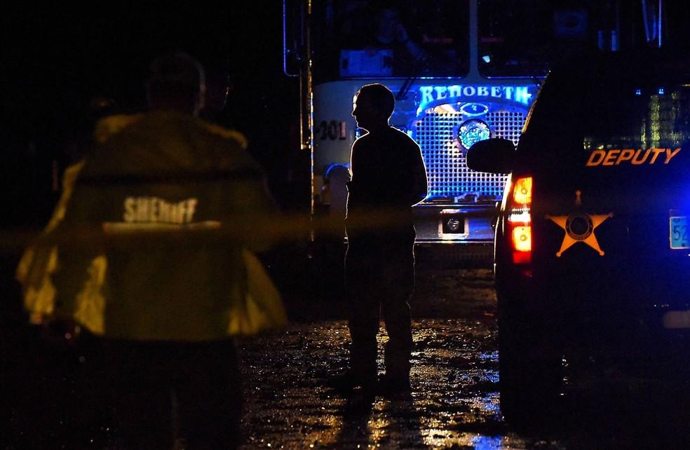 Equipes de emergência buscam sobreviventes após tempestade em Rehobeth, Alabama (Foto: Jay Hare/Dothan Eagle via AP)
