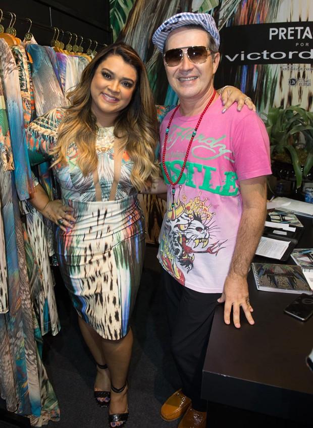 Preta Gil e o estilista Victor Dzenk (Foto: Francisco Cepeda/AgNews)