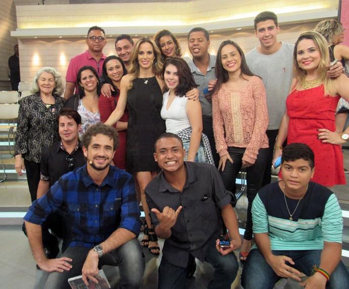 Plateia do programa com os apresentadores  (Foto: Carolina Morgado/Gshow)