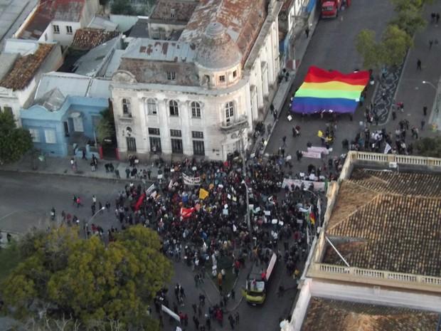 Manifestantes em Pelotas, RS (Foto: Pierre Schlee/RBS TV)
