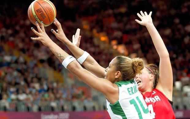 Erika basquete Brasil x Canadá (Foto: Reuters)