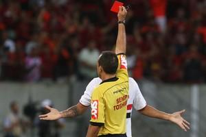 Luis Fabiano expulso (Foto: Rubens Chiri/saopaulofc.net)
