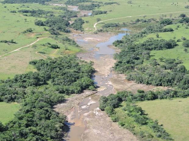 Rio Batalha ficou assoreado após fortes chuvas em Bauru e região (Foto: Divulgação/Águia da PM)