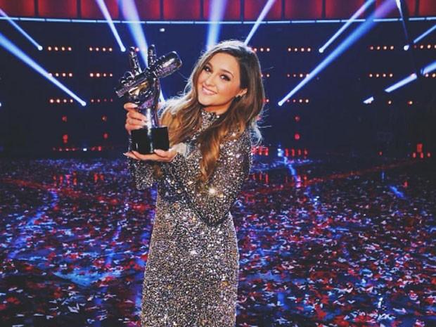 A ex-atriz mirim e hoje cantora Alisan Porter posa após ganhar a 10ª edição do 'The Voice' americano nesta terça-feira (24) (Foto: Reprodução/Instagram/iam_alisanporter)