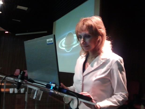 Rosaly durante palestra em São José dos Campos (Foto: Suellen Fernandes/G1)