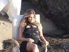 Kim Kardashian exibe as pernas em ensaio com a mãe e as irmãs