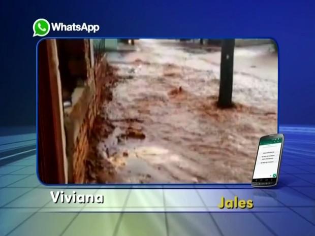 Enxurrada assustou moradores em Jales (Foto: Arquivo Pessoal/ Viviana da Cruz)
