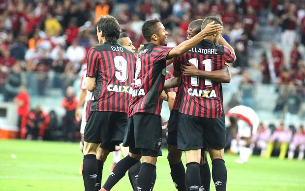 Comemoração do Atlético-PR contra o Flamengo (Foto: Joka Madruga / Agência estado)