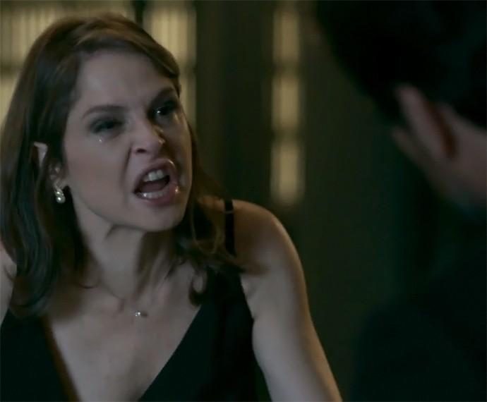 Carolina surta com Alex (Foto: TV Globo)